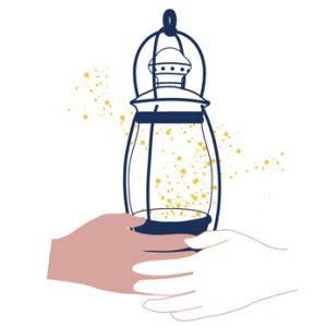Lanterne enveloppée de deux mains par l'Atelier Jour de Lune 1