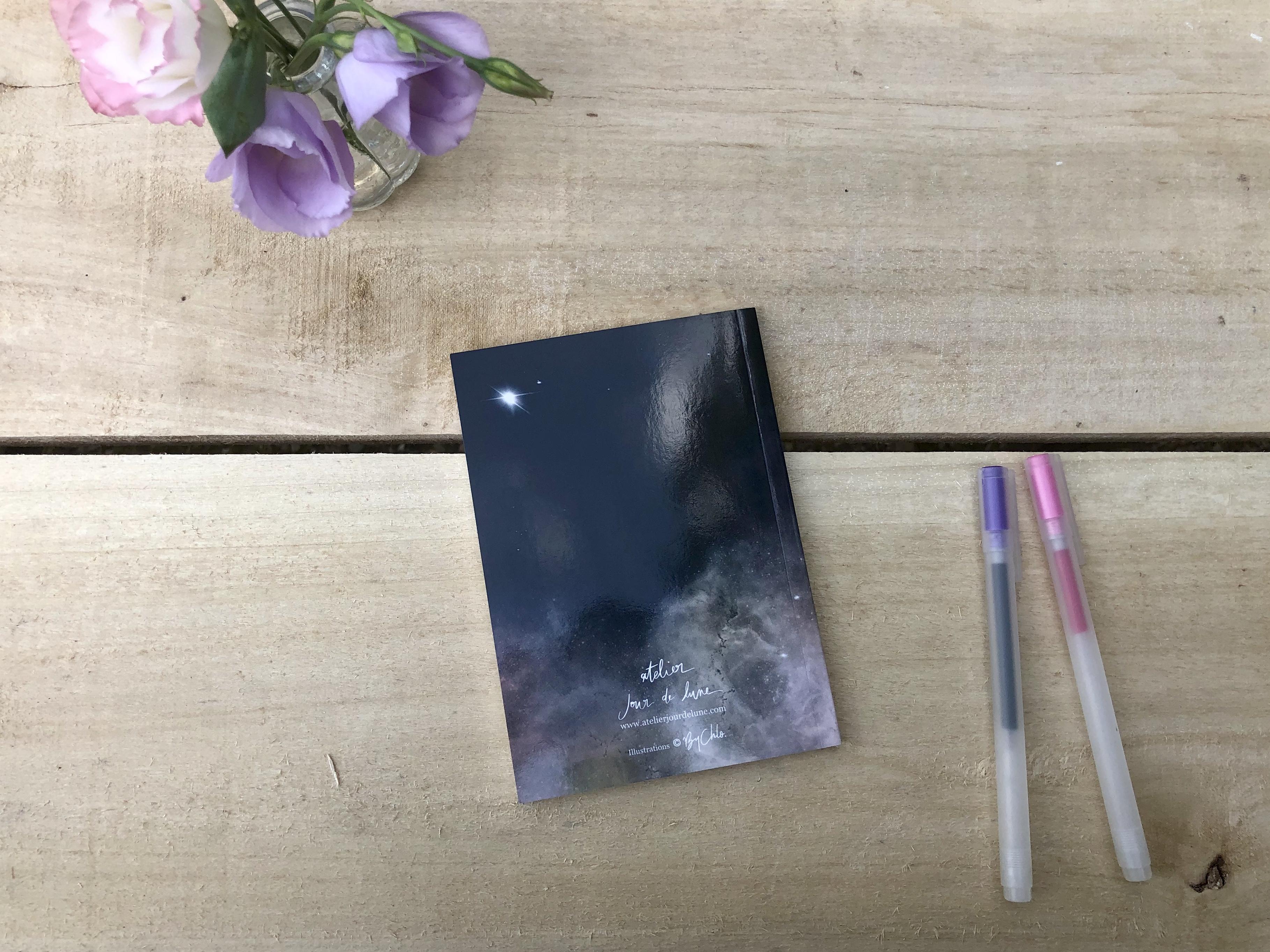 Carnet-Notes-rallumeur-étoiles-vue-quatrieme-couverture-Atelier-Jour-de-Lune